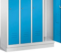 Wardrobe lockers with base